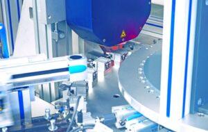 3D-Messaufgaben, die bisher nur in Messräumen stichprobenartig durchgeführt werden konnten, können nun dank Holographie an 100 Prozent aller Bauteile auf der gesamten Fläche direkt in der Linie durchgeführt werden.