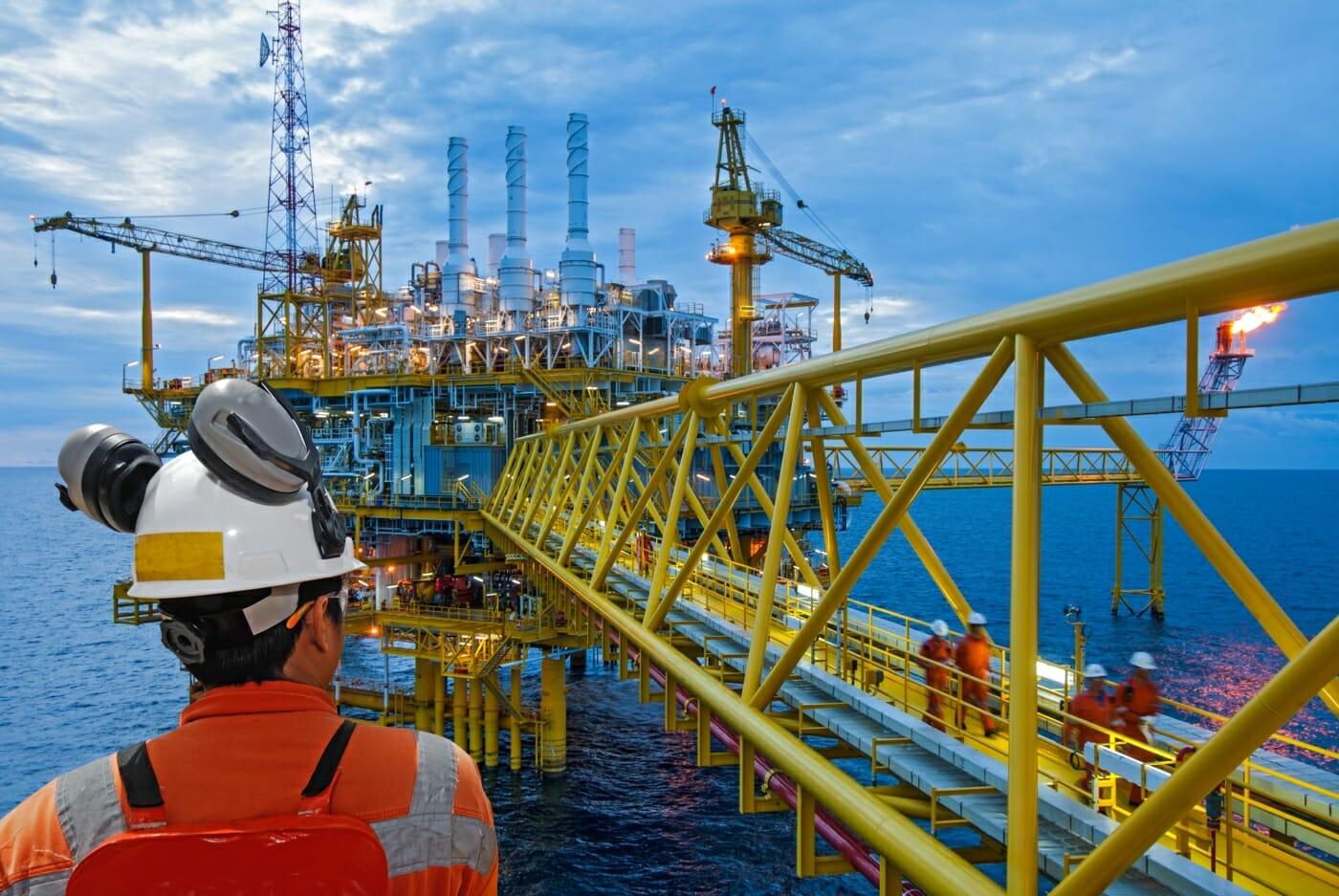 offshore_ex-schutz_shutterstock_284244404_think4photop